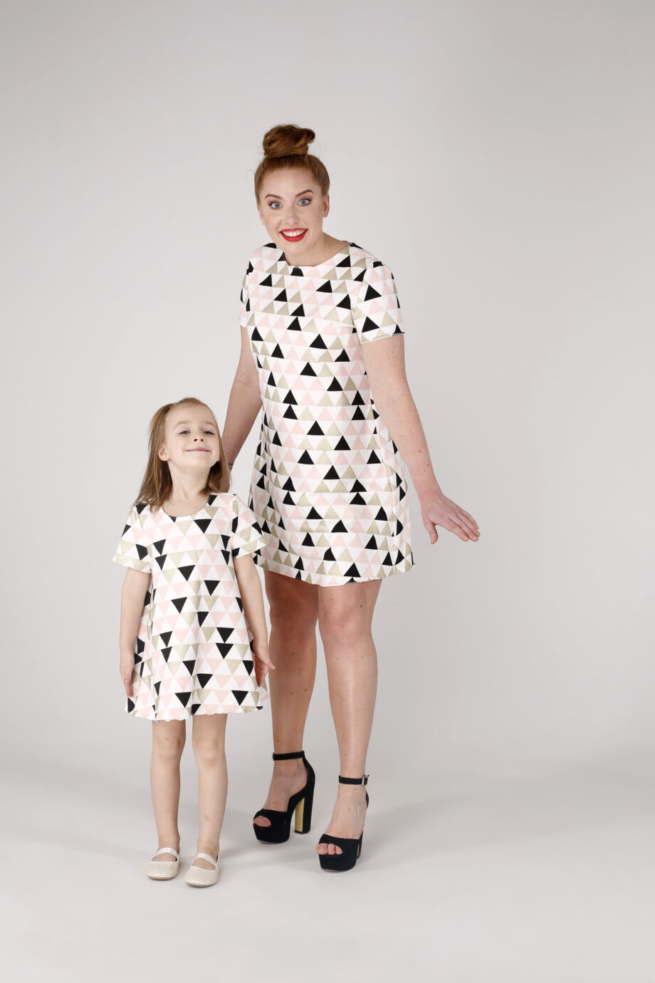 Sukienka trapezowa Dotsy - Mama i córka - Geometryczne wzgórza