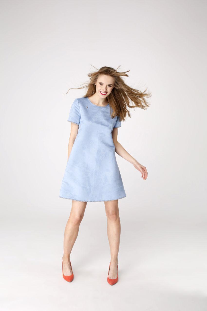 Sukienka trapezowa Dotsy - Paletka na błękitnym niebie