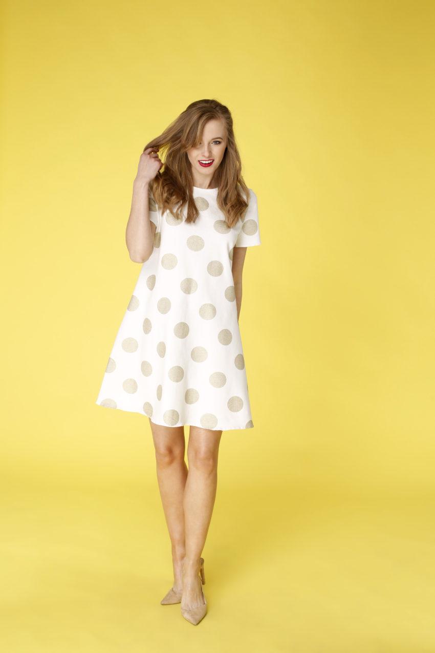 Sukienka trapezowa Dotsy - Złoto w marmurze